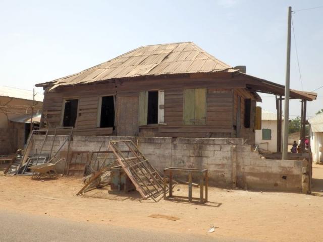 erstes Holzhaus nach der Sklaverei