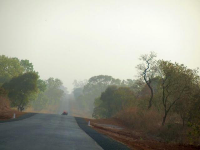 Rauchschwaden über Gambia