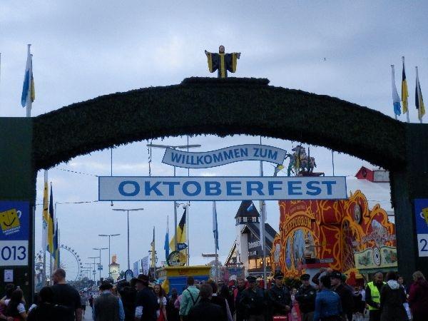 Eingang zum Oktoberfest