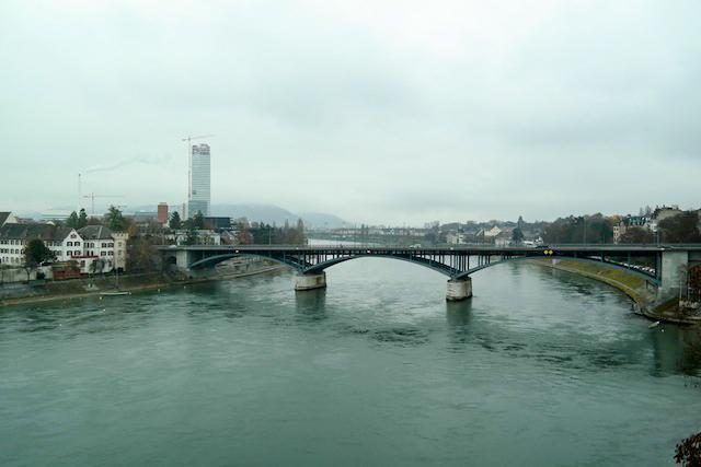 Basel Spaziergang am Rhein 05