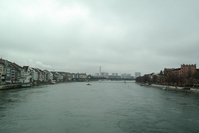 Basel Spaziergang am Rhein 07