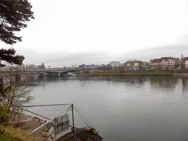 Basel Spaziergang am Rhein 12