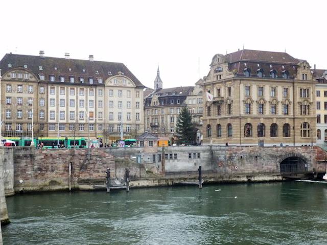 Basel Spaziergang am Rhein 20