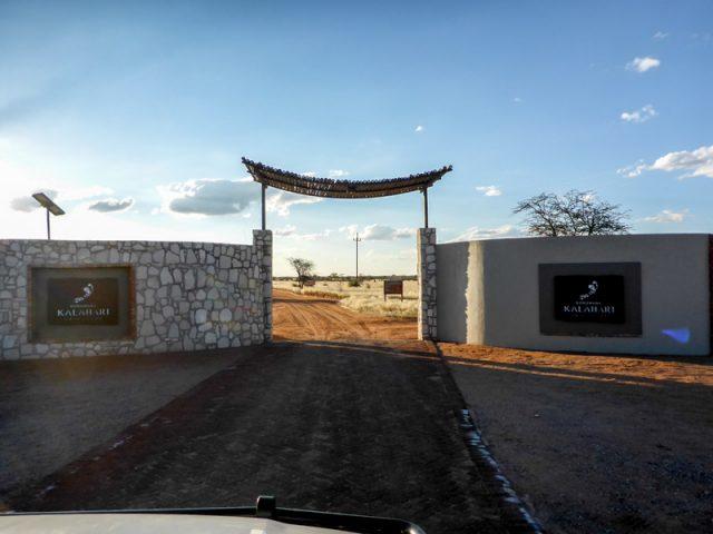 Eingang-Kalahari-Anib-Lodge