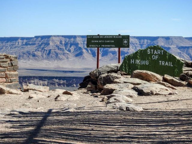 Fish-River-Canyon-Viewpoint-3-04