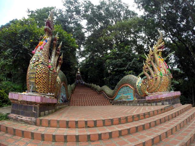 Treppe zum Wat Phra That Doi Sunthep