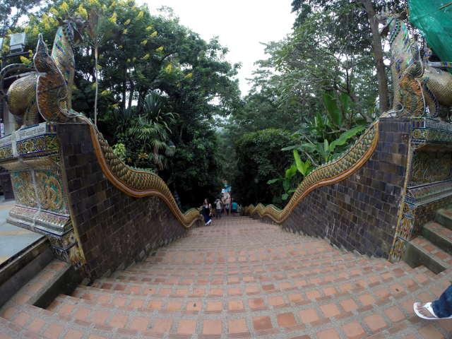 Treppe zum Wat Phra That Doi Sunthep von oben