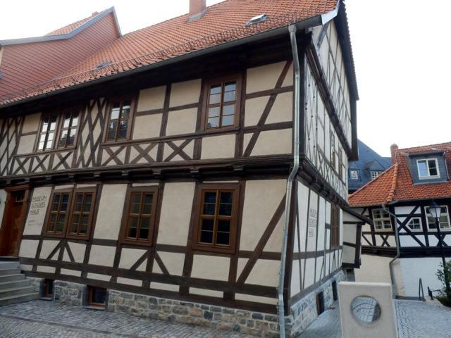 Museum-schiefes-Haus