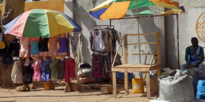 Einzelhandelsgeschäfte sehen in Gambia....... 1
