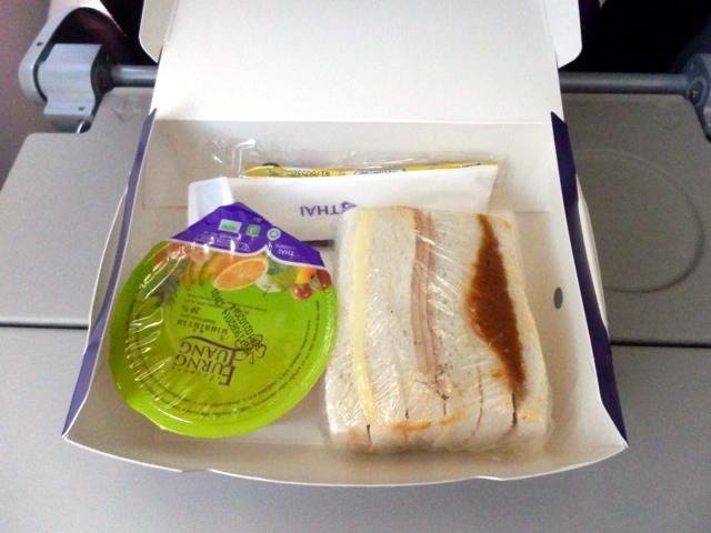 Essen bei der Kurzstrecke der ThaiAirways