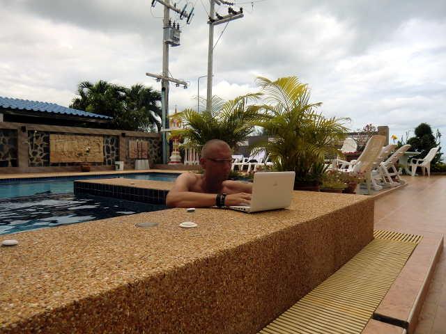 schreiben im Pool
