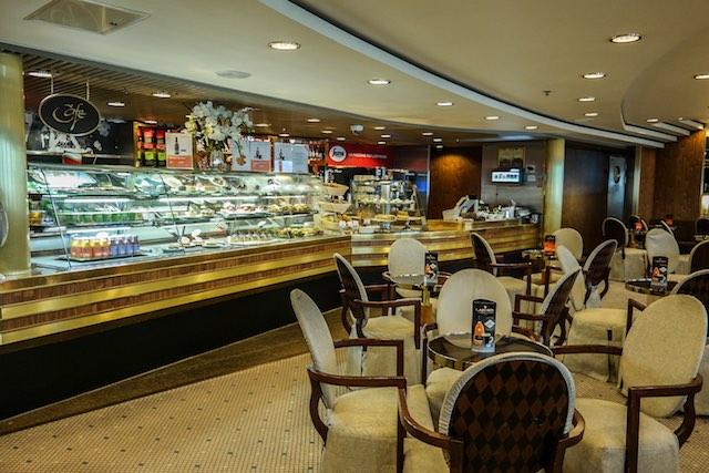 Tallink-Silja-Romantika-Cafe-Promenade