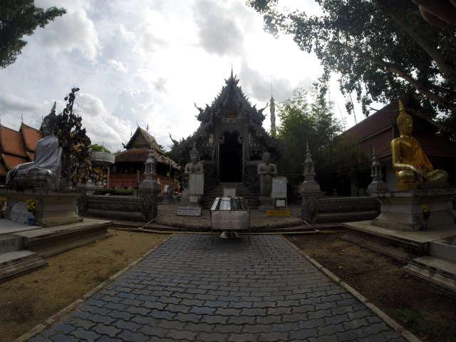 Wat-Sri-Suphan-Silver-Temple-9
