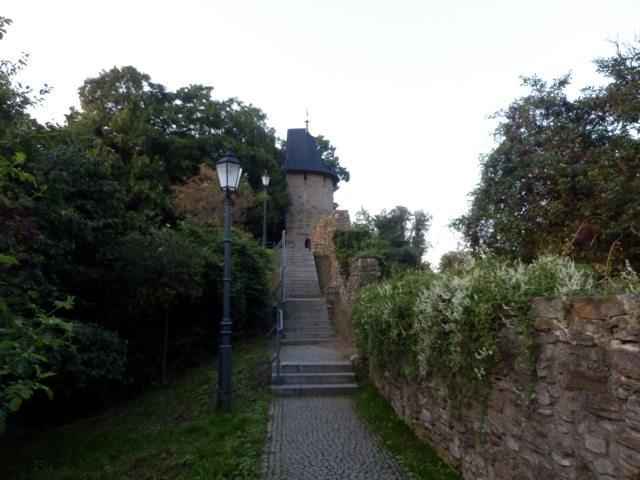Weg-an-der-alten-Stadtmauer