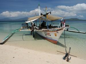 Ausflugsboot bei Snake Island in der Honda Bay