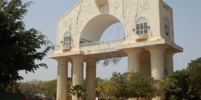 Der Triumphbogen Arch 22 in Banjul 4