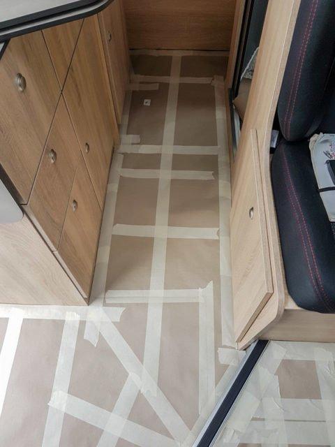 Teppich verlegen im Kastenwagen